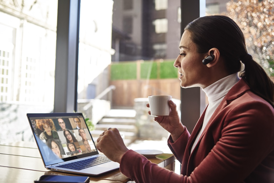 Female small business executive using HP Elite device running Microsoft Teams conference call.