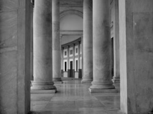 Black and white photo of a building and its columns