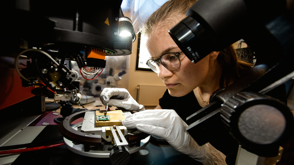 Female scienctist working on building the world's first topological qubit