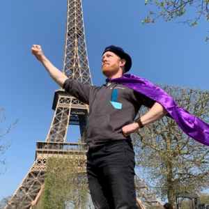 MIEExpert stands in front of the Eiffel Tower